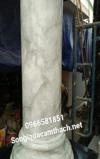 Sơn giả đá cột xám trắng