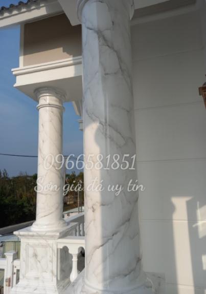Mẫu cột tròn sơn giả đá màu trắng xám